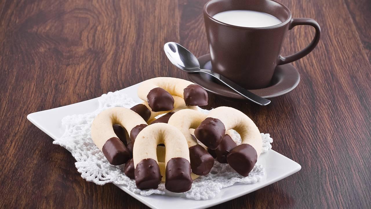 Pasticcini con glassa al cacao