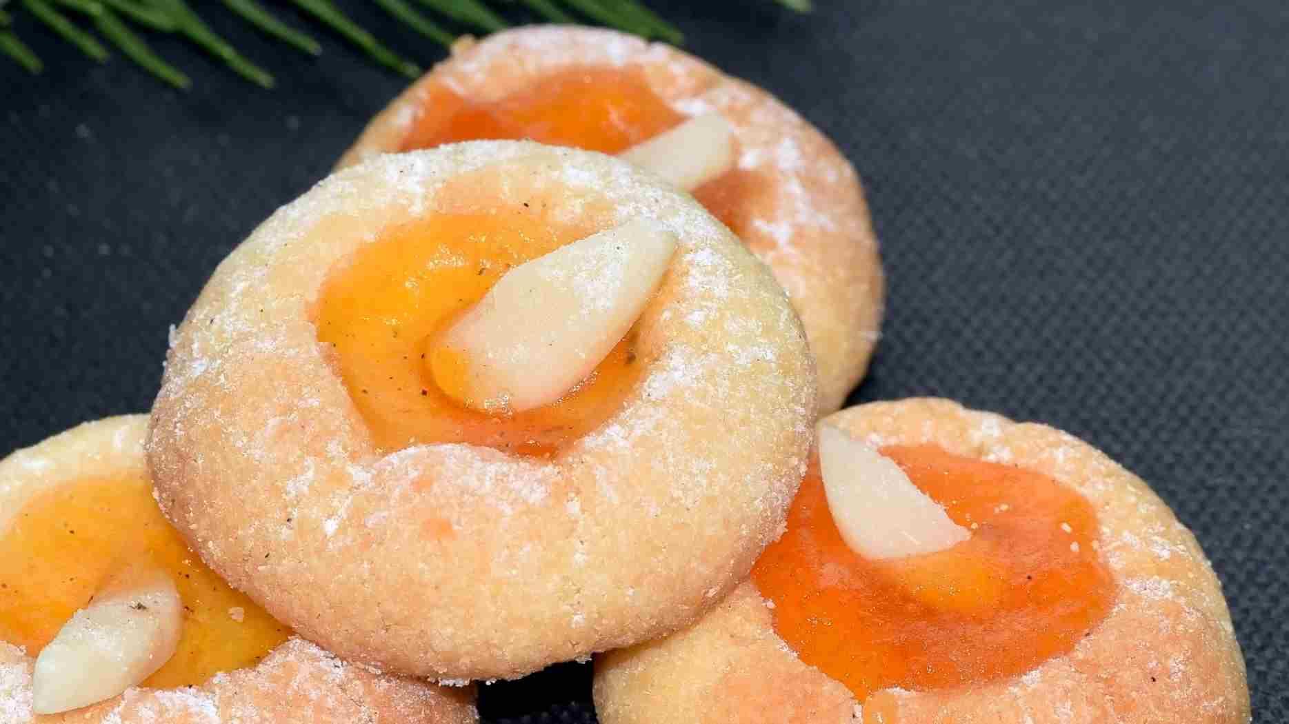 Dolcetti mandorle e marmellata d'arancia