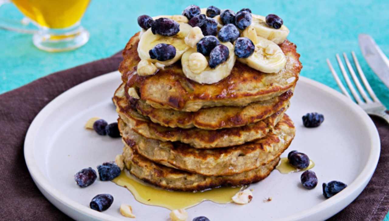 Pancakes con banane e fiocchi di avena ricetta