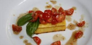 crostini polenta pomodori basilico