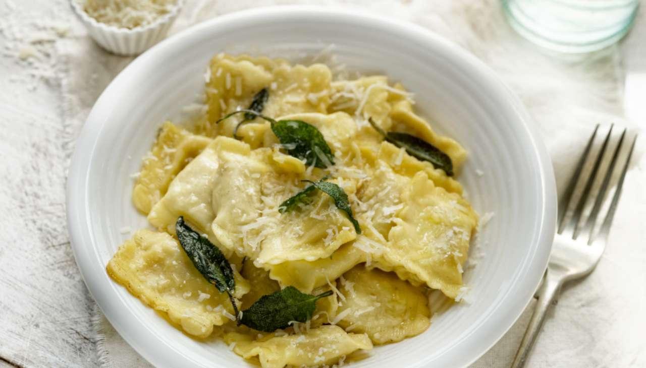 Ravioli ripieni di patate e porri ricetta