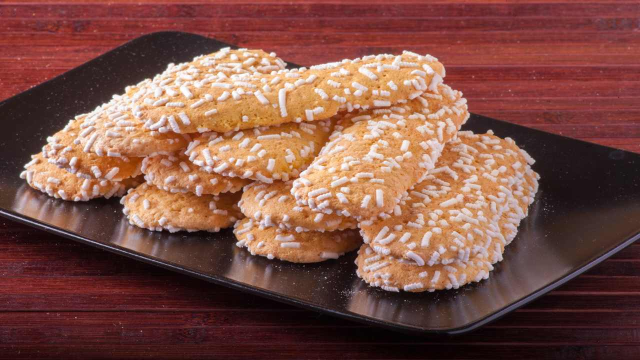 Biscotti con granella di zucchero