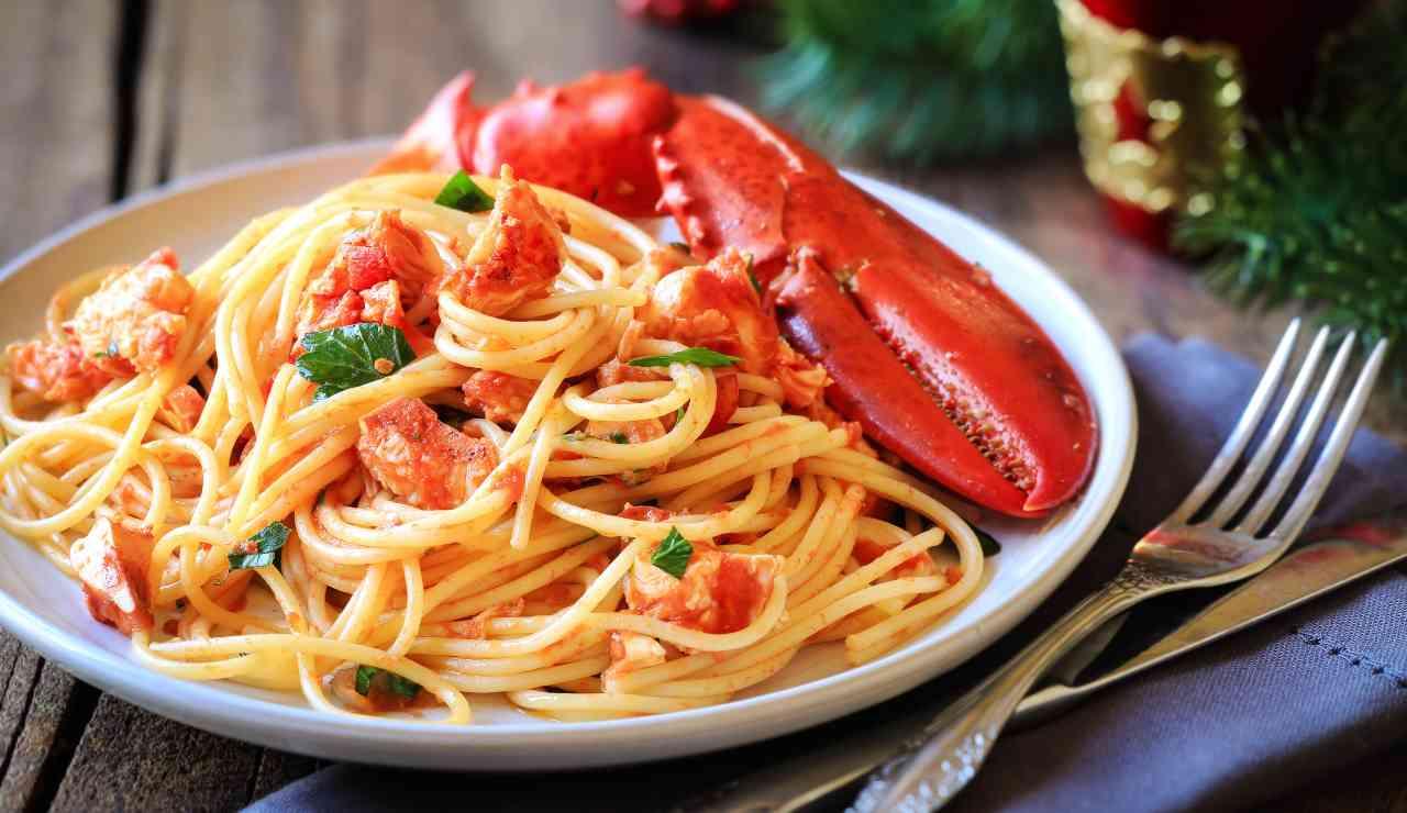 Spaghetti all'astice primo piatto ideale per il menù di Natale ricettasprint