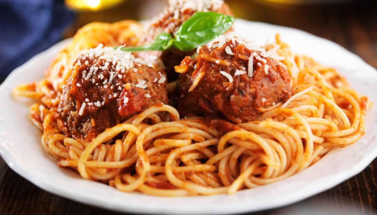 spaghetti pasta carne pomodoro