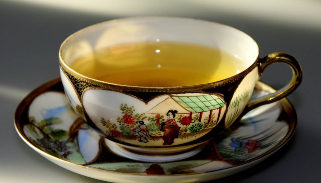 tè agrumi fragola bevanda calda