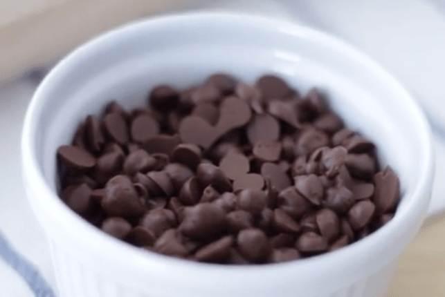 Torta alta e soffice al latte con gocce di cioccolato ricettasprint