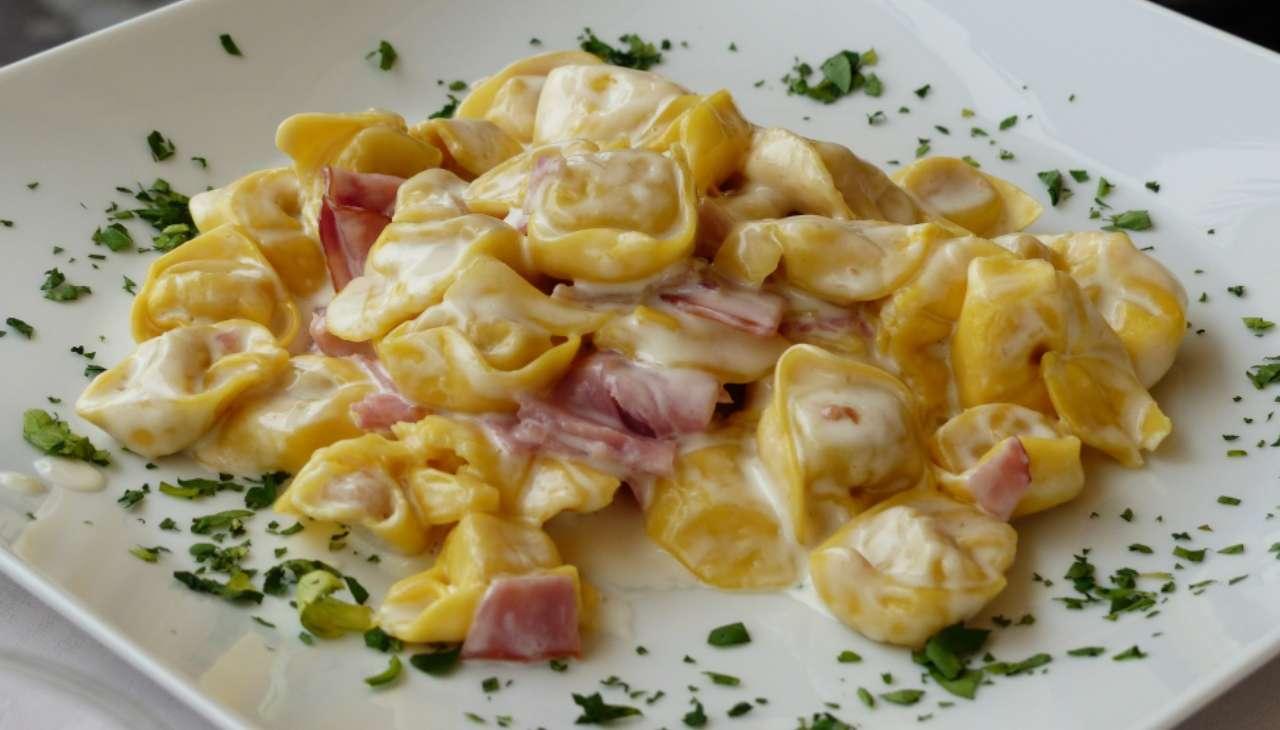 tortellini primo crema parmigiano prosciutto veloci