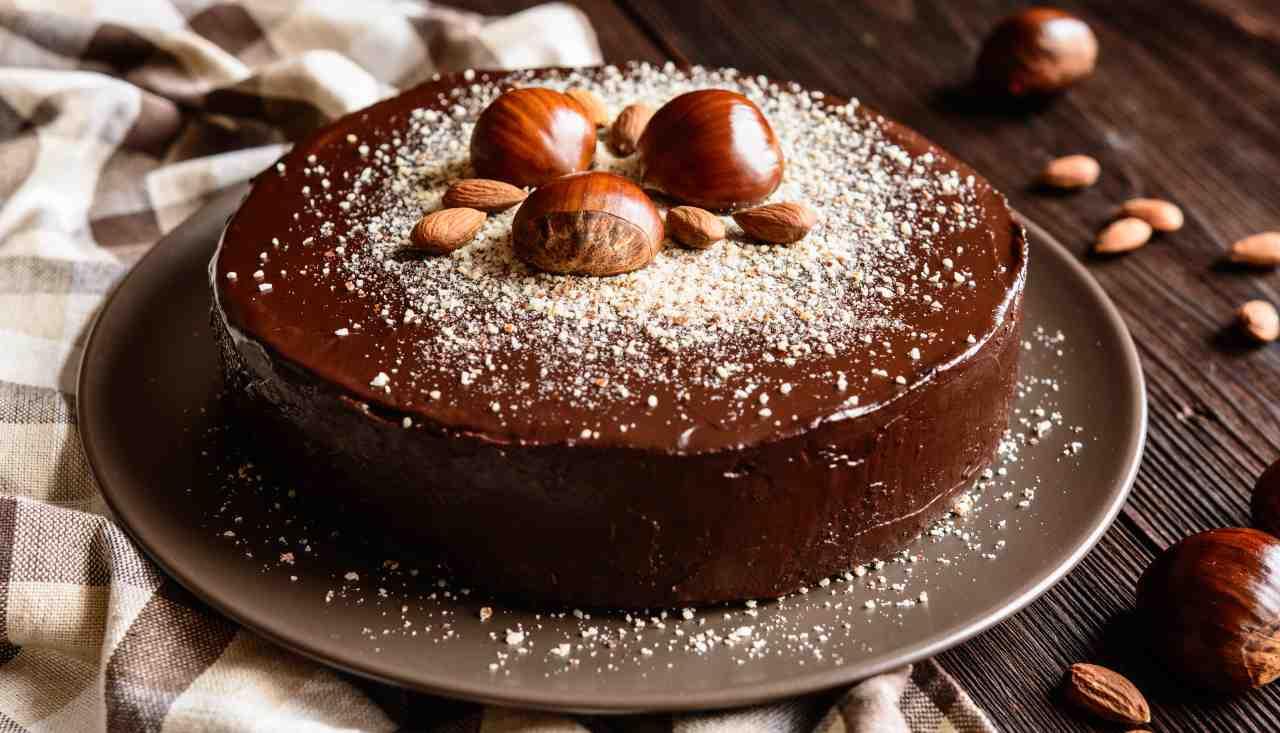 Tortino di castagne ricoperto con cioccolato fondente ricettasprint