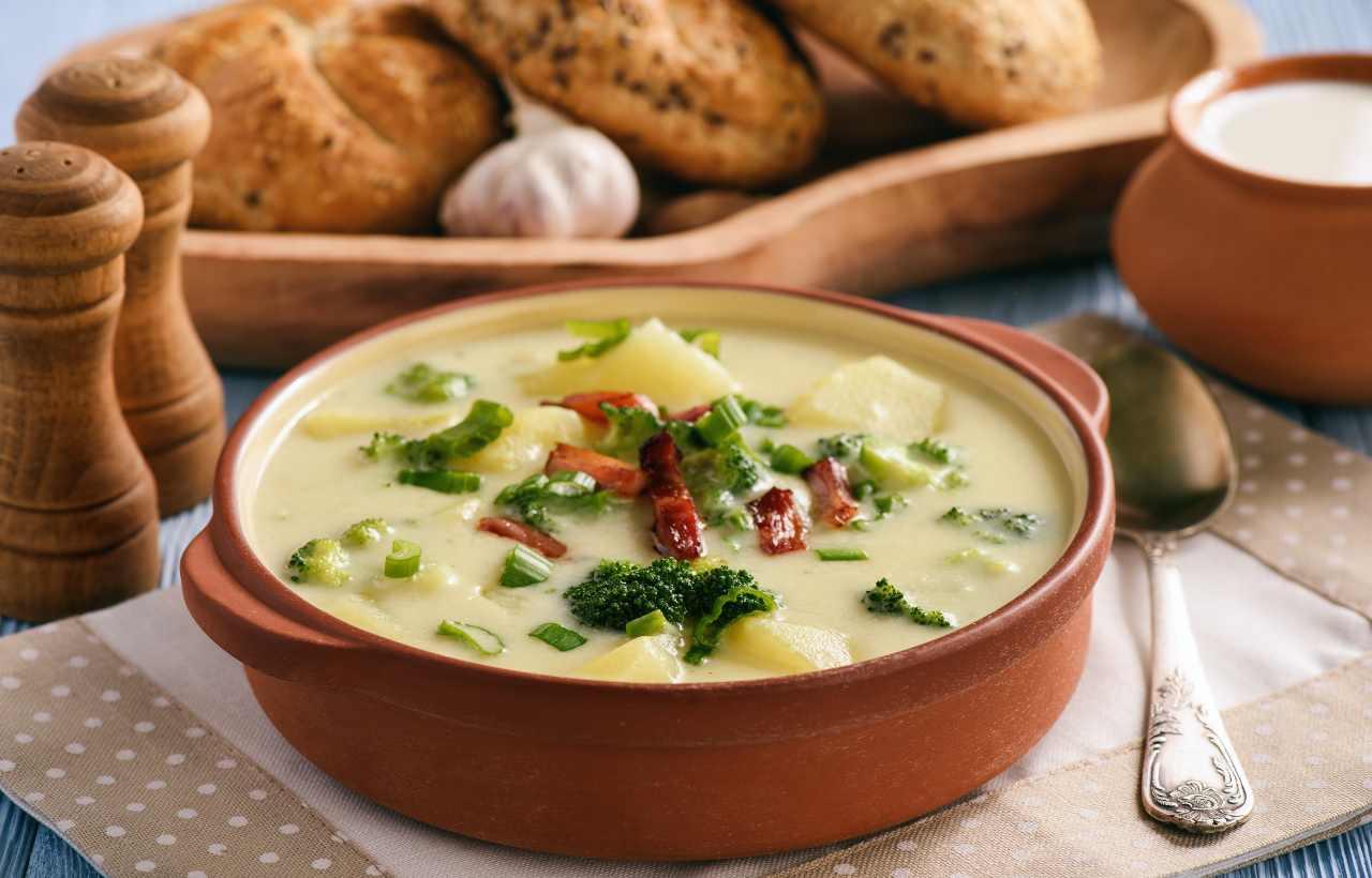 zuppa patate broccoli ricetta FOTO ricettasprint