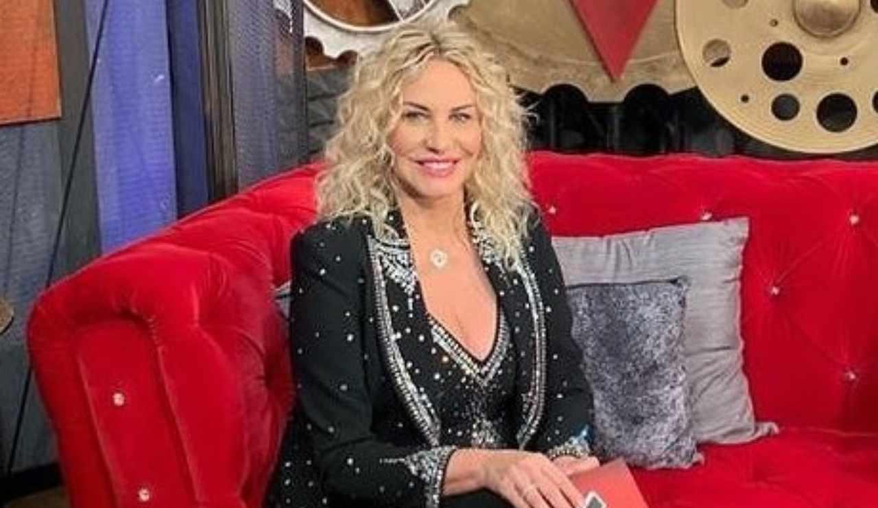Antonella Clerici iniziativa a sorpresa in vendita alcuni suoi vestiti ricettasprint