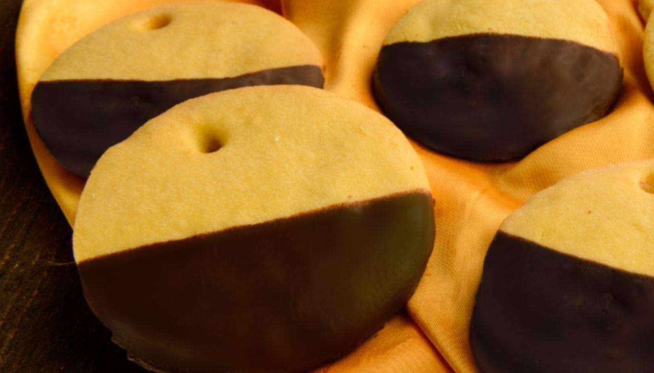Biscotti con cioccolato e mousse di mele ricetta