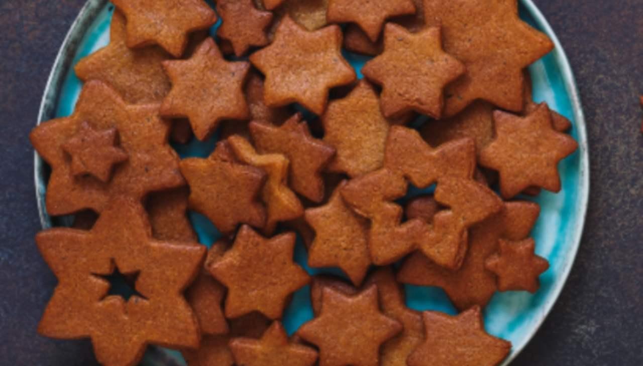 Biscottini agli agrumi cannella e cioccolato ricetta