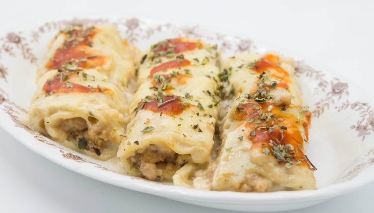 Cannelloni di carne con besciamella agli spinacini ricetta