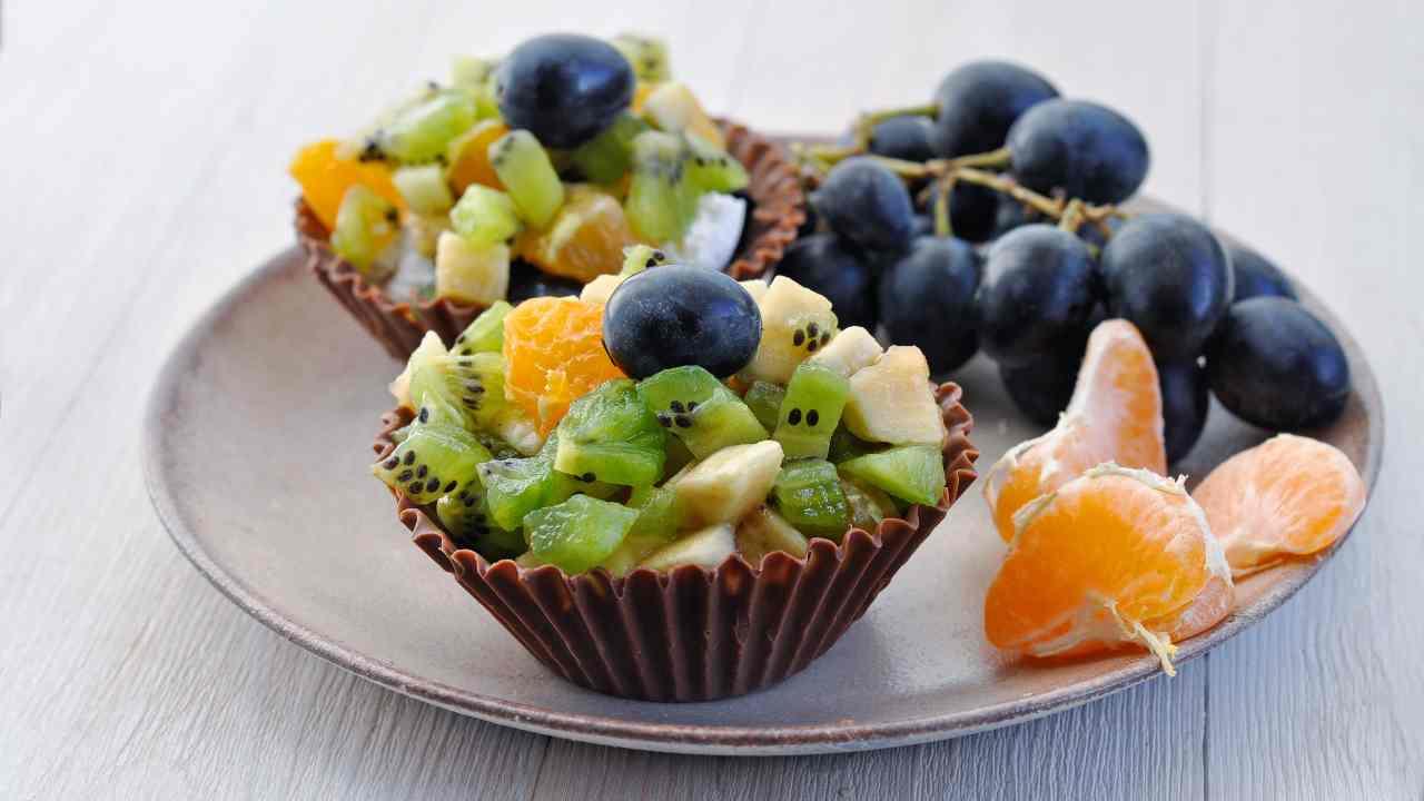 Cestini di cioccolato e frutta