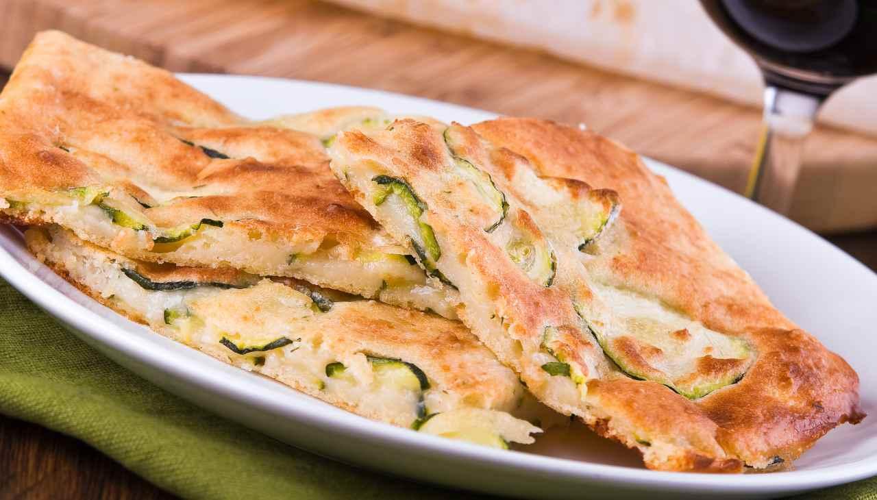 Focaccia in padella con zucchine ricetta