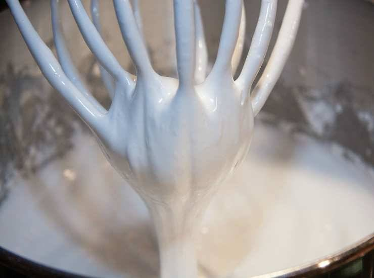 Glassa al cioccolato bianco ricetta