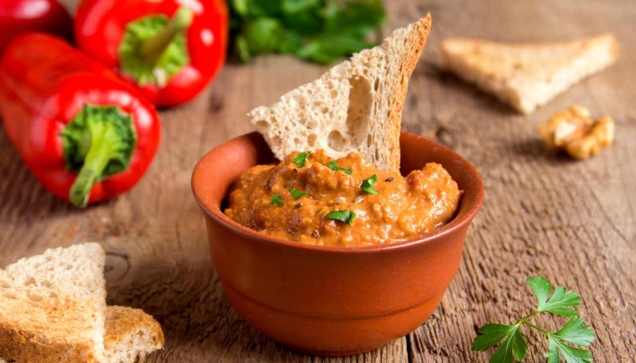 Hummus di peperoni rossi ricetta
