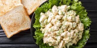 pollo con insalata e odori