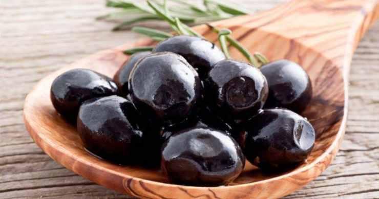 Insalata di polpo, olive e capperi FOTO ricettasprint