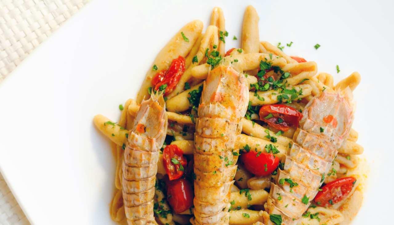 Pasta con canocchie alla marinara ricetta