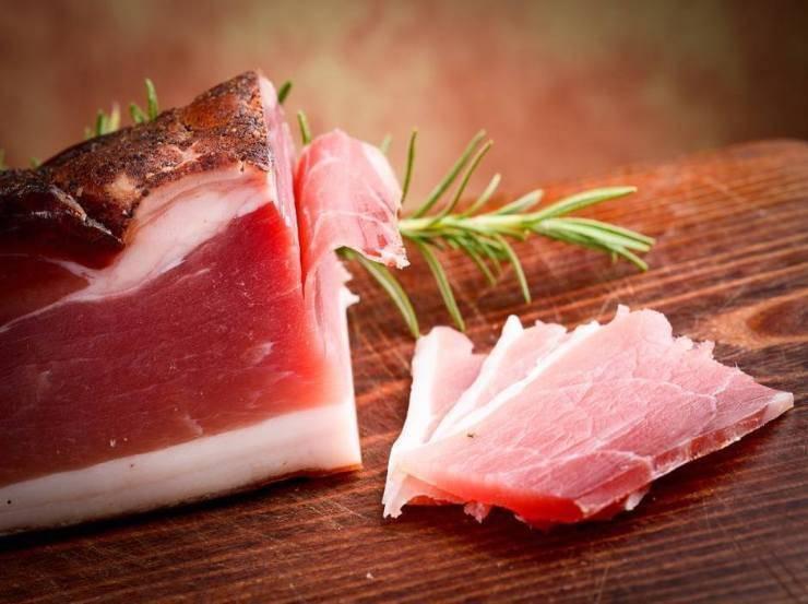Patate sabbiose con speck FOTO ricettasprint