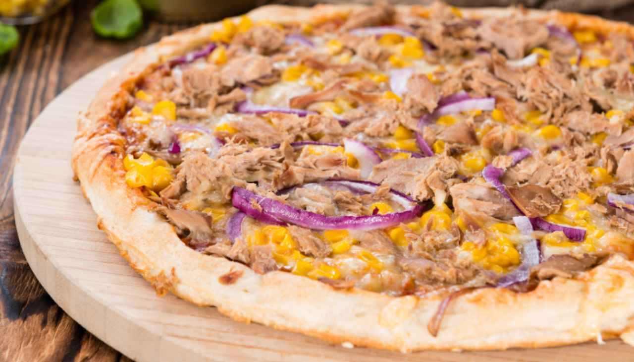 Pizza al tonno senza pomodoro ricetta