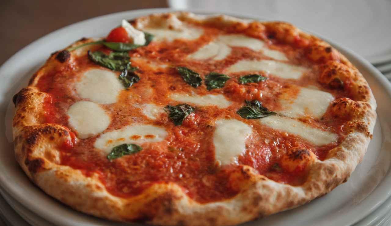 Pizza come in pizzeria segreto per una pizza perfetta fatta in casa ricettasprint