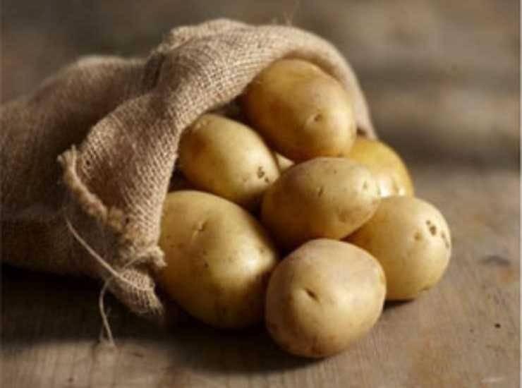 Pollo in crosta di patate con cuore di mozzarella ricetta
