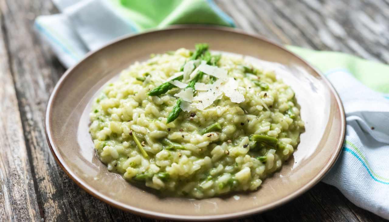 Risotto asparagi e salmone ricetta