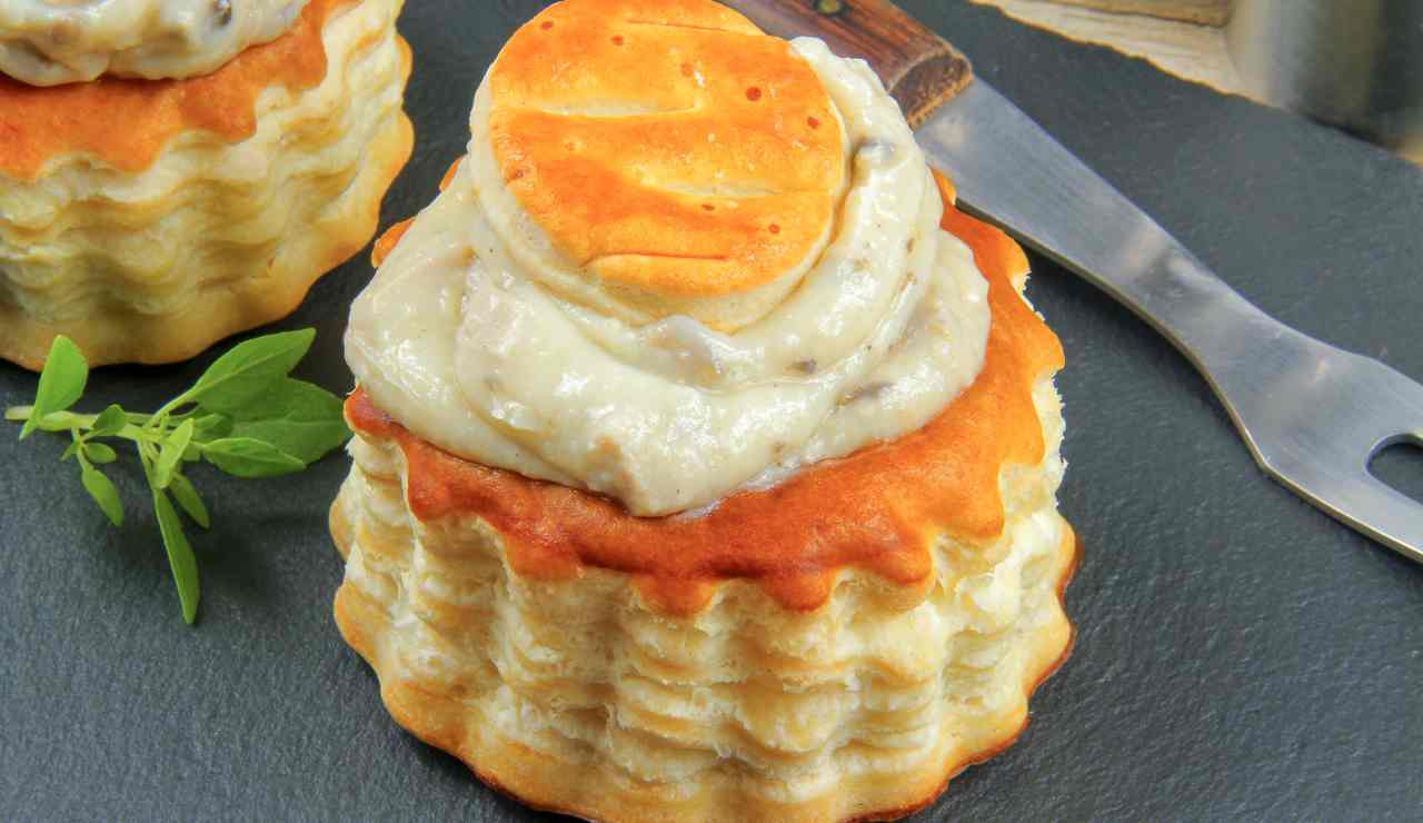 Stuzzichini di pasta sfoglia con mousse al prosciutto ricettasprint