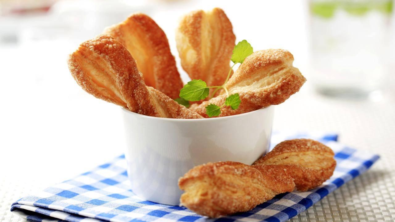 Rotoli dolci con zucchero