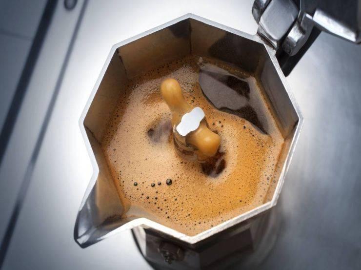 Dolce con caffè e cioccolato