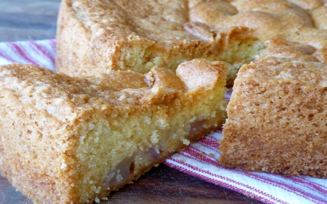 torta pere amaretti ricetta FOTO ricettasprint