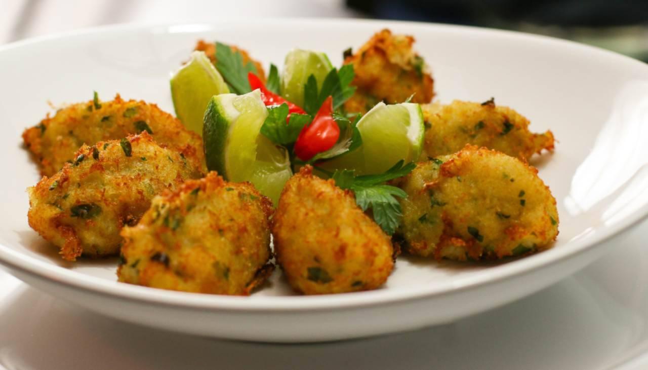 Zeppole salate con salame e prezzemolo ricetta
