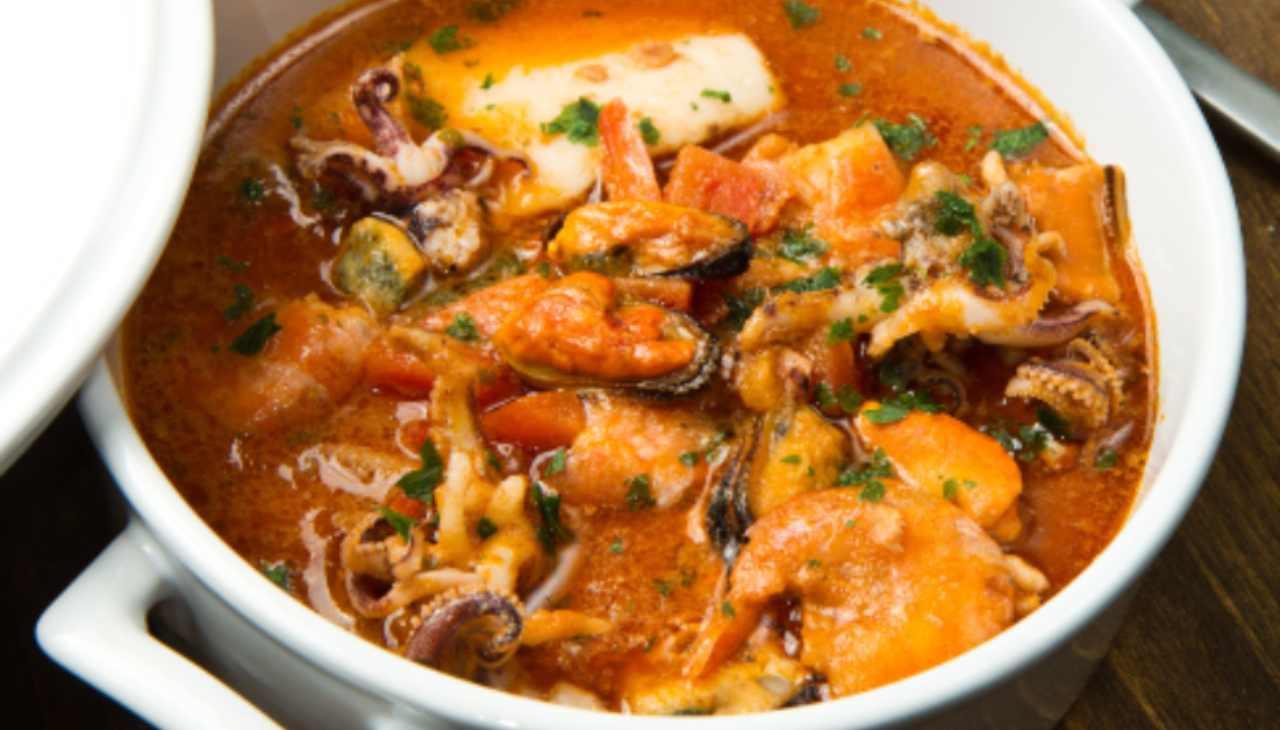 Zuppa cozze polipetti e pane ricetta