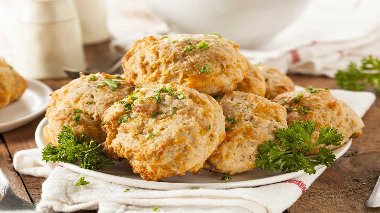 Biscotti con formaggio e pistacchi