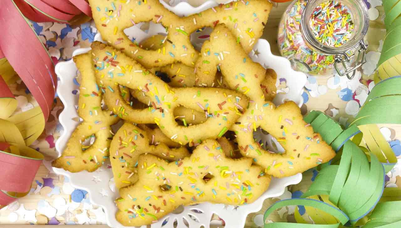 Biscotti maschere di carnevale vegane ricetta