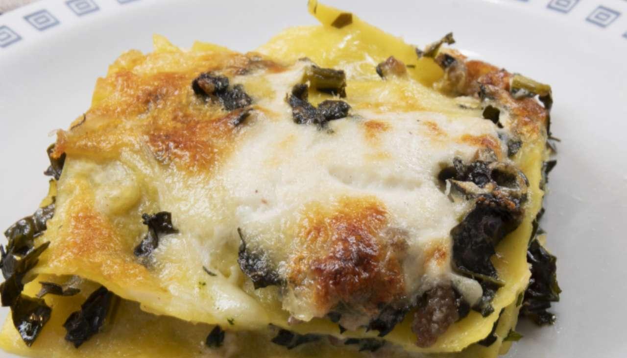 Lasagne cavolo salsiccia e noci ricetta