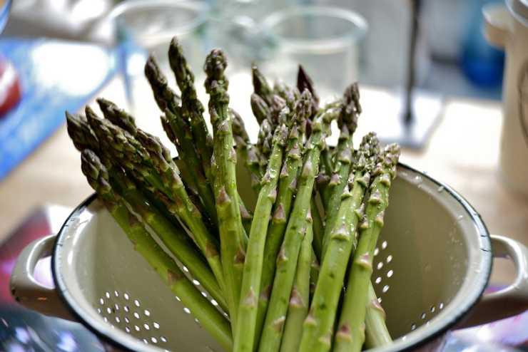 Sedani al forno con asparagi