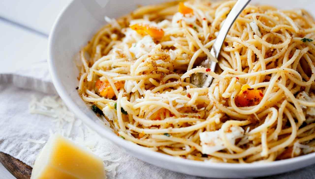 Spaghetti con salame e pangrattato ricetta