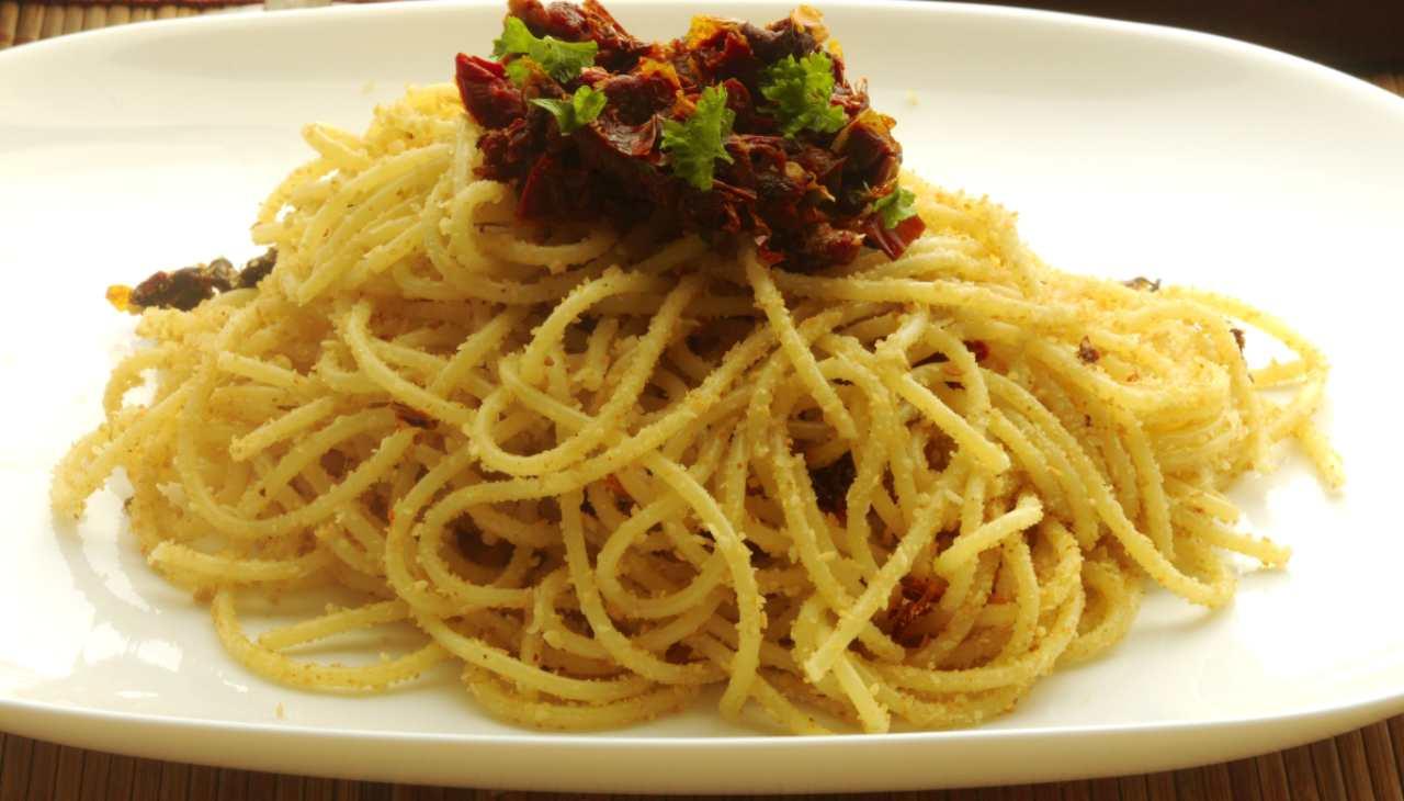 Spaghetti con speck e pangrattato ricetta