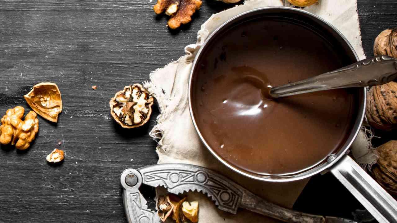 Crema spalmabile cioccolato e noci: la Nocella