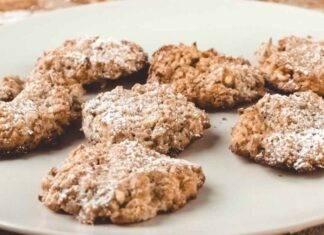 Biscotti 3 ingredienti alle nocciole ricetta