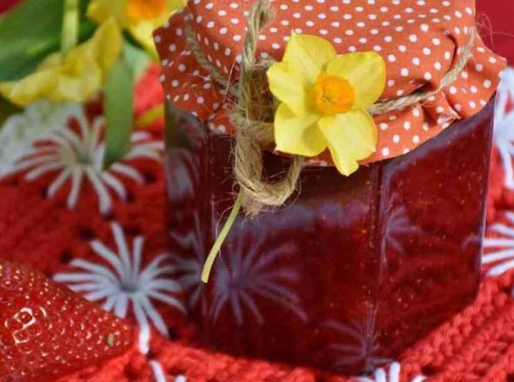 Biscotti di San Valentino con pasta frolla al caramello ricetta