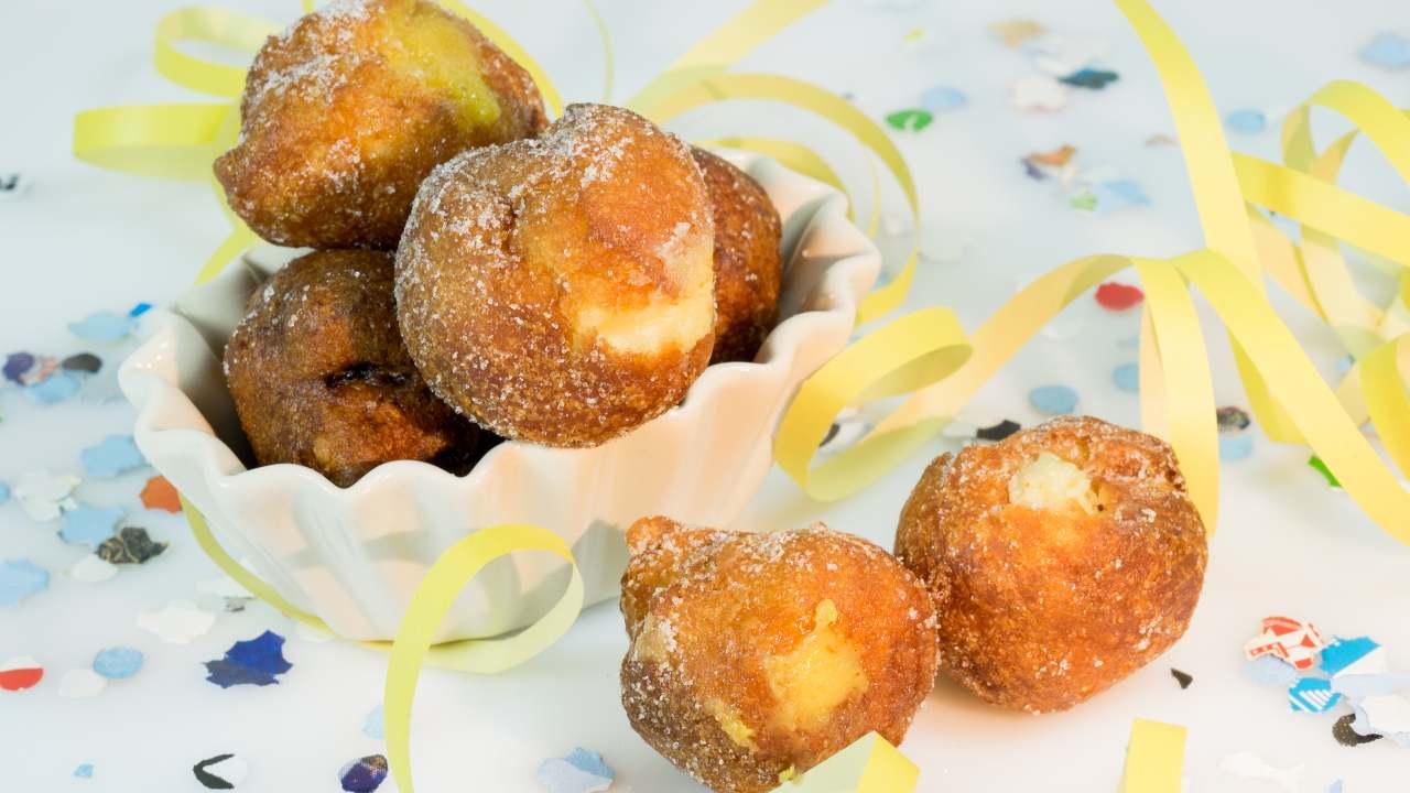 Castagnole Ripiene alla Crema con mele e ricotta