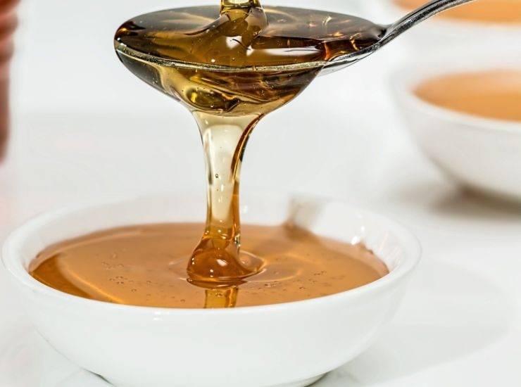Ciambella al miele con gocce di cioccolato ricetta
