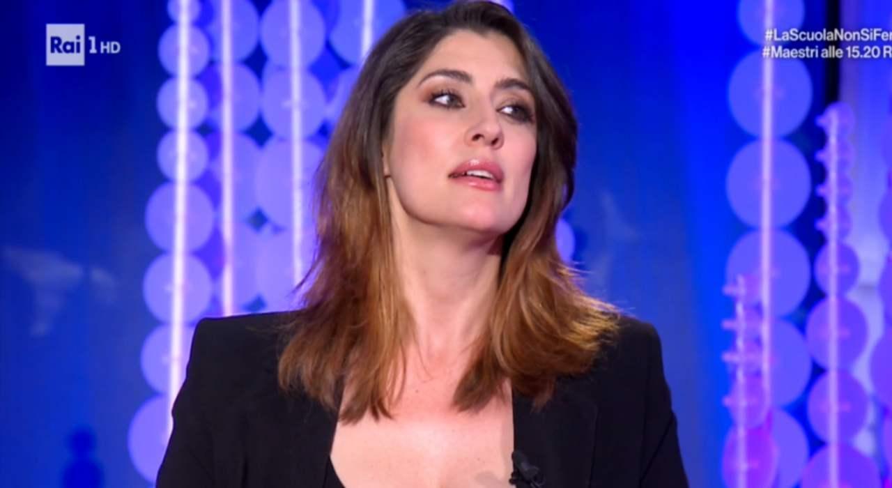 Elisa Isoardi in sottoveste - RicettaSprint