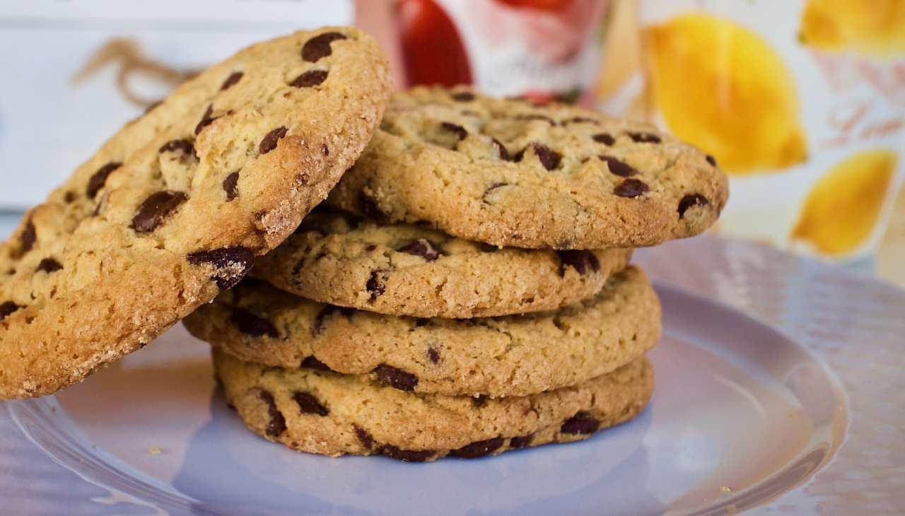Frollini con gocce di cioccolato senza glutine ricetta