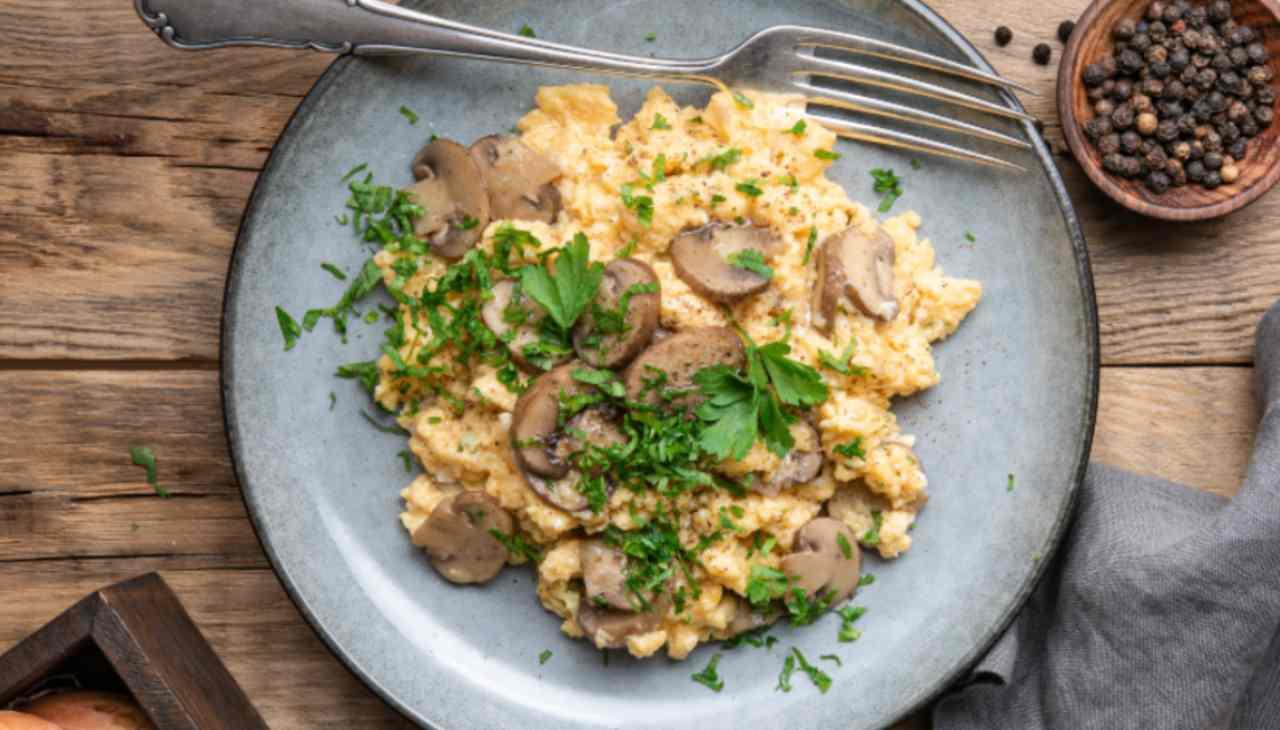 Funghi e uova ricetta