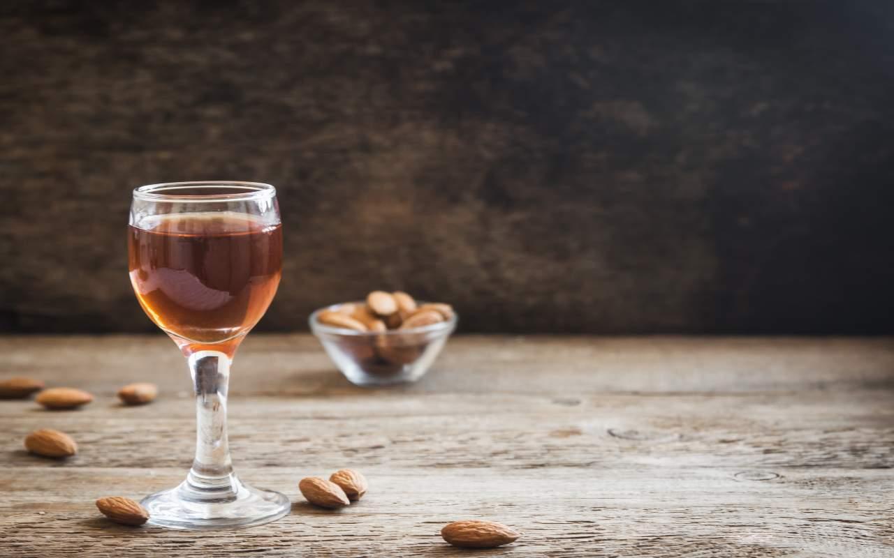 liquore amaretto ricetta FOTO ricettasprint